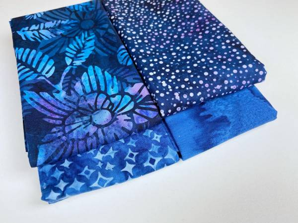 Stoffpäckchen - Batik - blau - 4 Fat Quarter je 50 x 55 cm