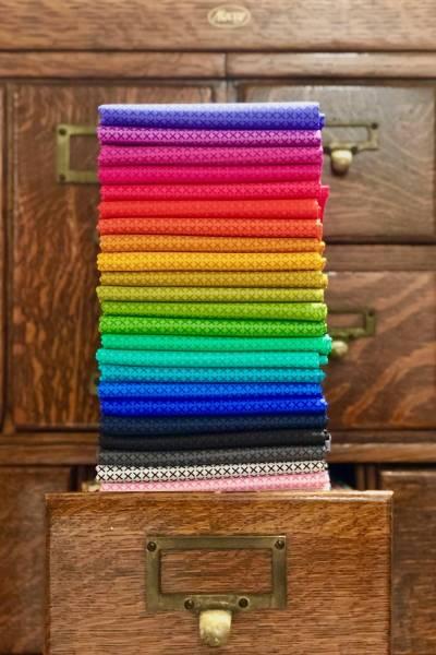 Cross Stitch - Alison Glass - Stoffpäckchen - 24 Fat Quarter je ca. 50 x 55 cm
